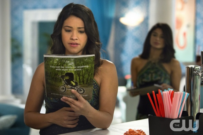 "Jane The Virgin -- ""Chapter Fourteen"" -- Image Number: JAV114b_0001.jpg -- Pictured (L-R): Gina Rodriguez as Jane and Diane Guerrero as Lina -- Photo: Adam Rose/The CW -- © 2015 The CW Network, LLC. All rights reserved."