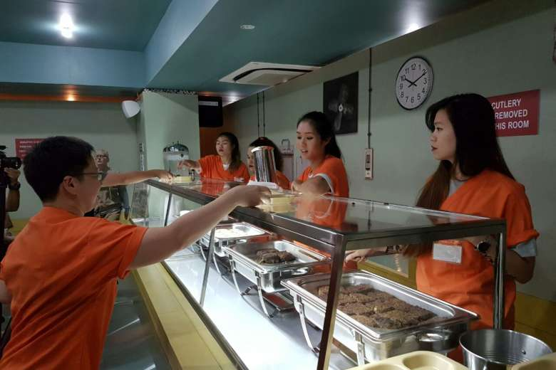 Piper Kerman Thinks Oitnb Pop Up Cafeteria Is Repulsive